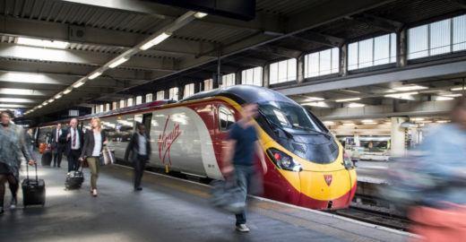 Saiba como é viajar de trem de Edimburgo a Londres na 1ª classe