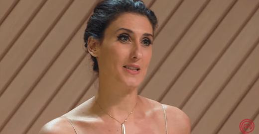 Paola Carosella responde internauta que falou de seus 'peitos caídos'