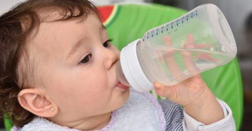 A quantidade ideal de água para cada fase da vida