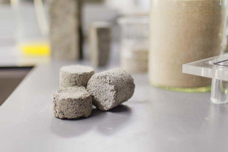 O tijolo feito de xixi fica pronto em alguns dias – quanto mais tempo de reação, mais resistente ele fica