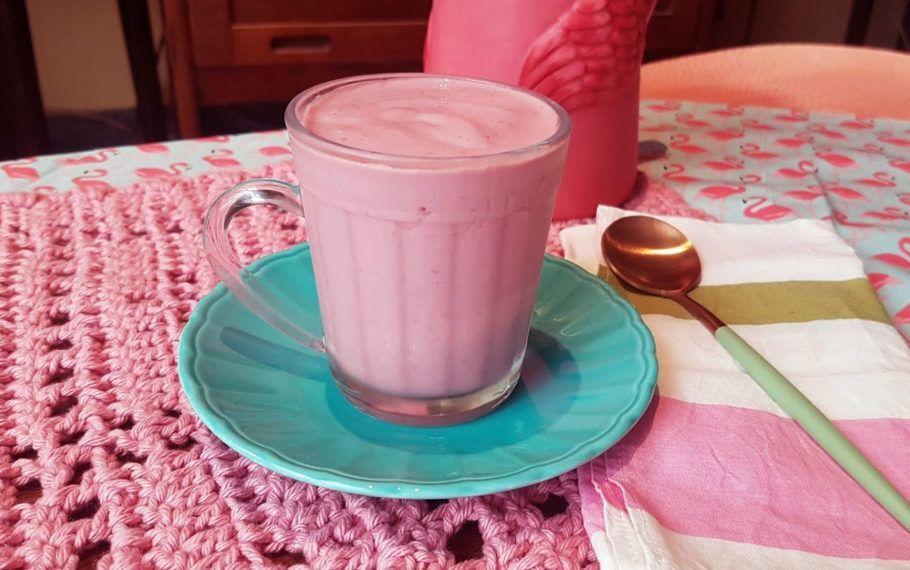 Iogurte vegano de morango é saudável e fácil de fazer