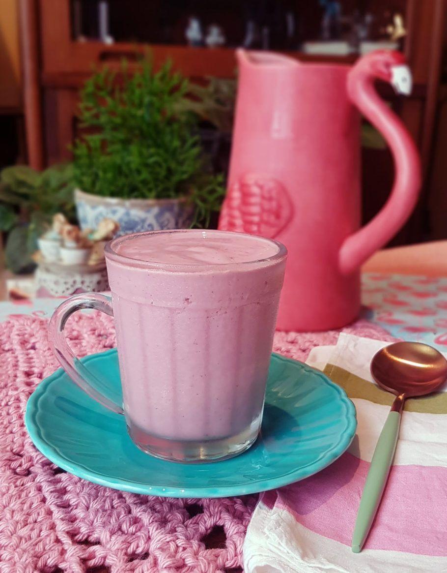 Iogurte vegano de morango é rico em proteína