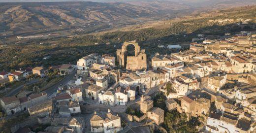 Site busca voluntários para morar por 3 meses em vilarejo Itália
