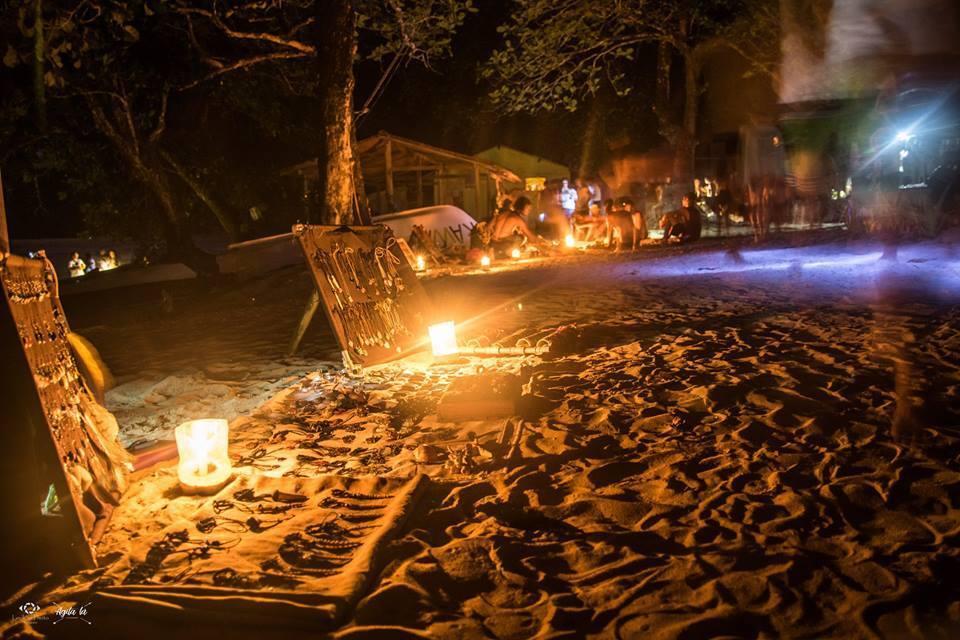Artesanato na Praia do Sono em Paraty