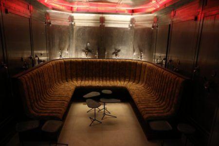 Farol Santander monta um bar dentro do cofre do antigo Banespão