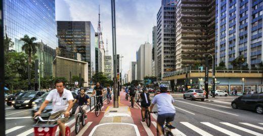 Hostel oferece banho e atrai ciclistas que trabalham na Paulista
