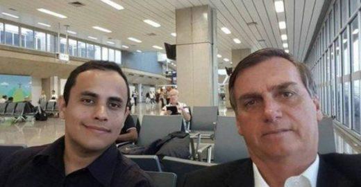 Carlos Bolsonaro atestou presença integral de assessor do pai
