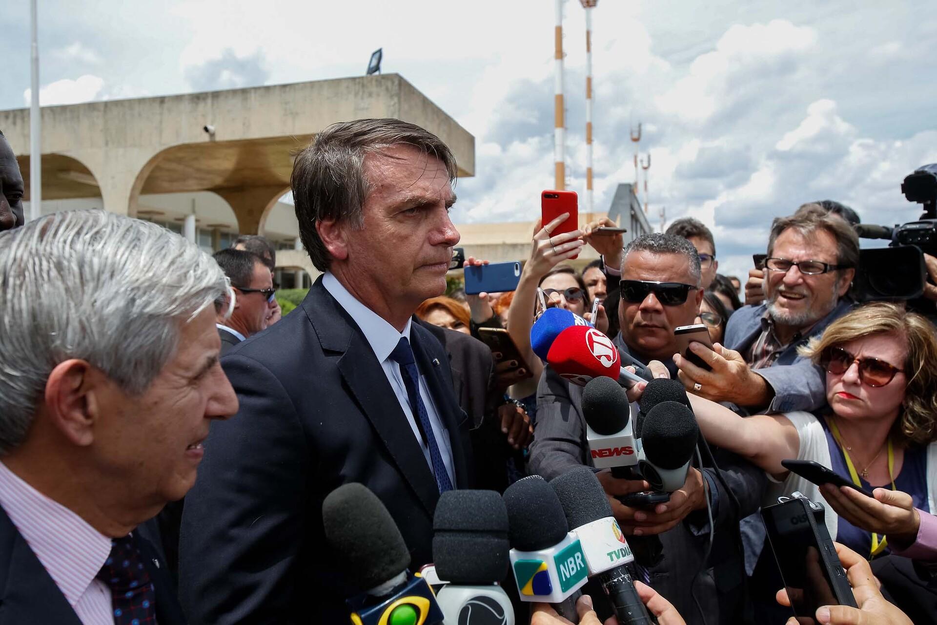 Ex-assessoria de Jair Bolsonaro fazia jornada dupla de trabalho, atuando ao mesmo tempo na política e como personal trainer no Rio de Janeiro.