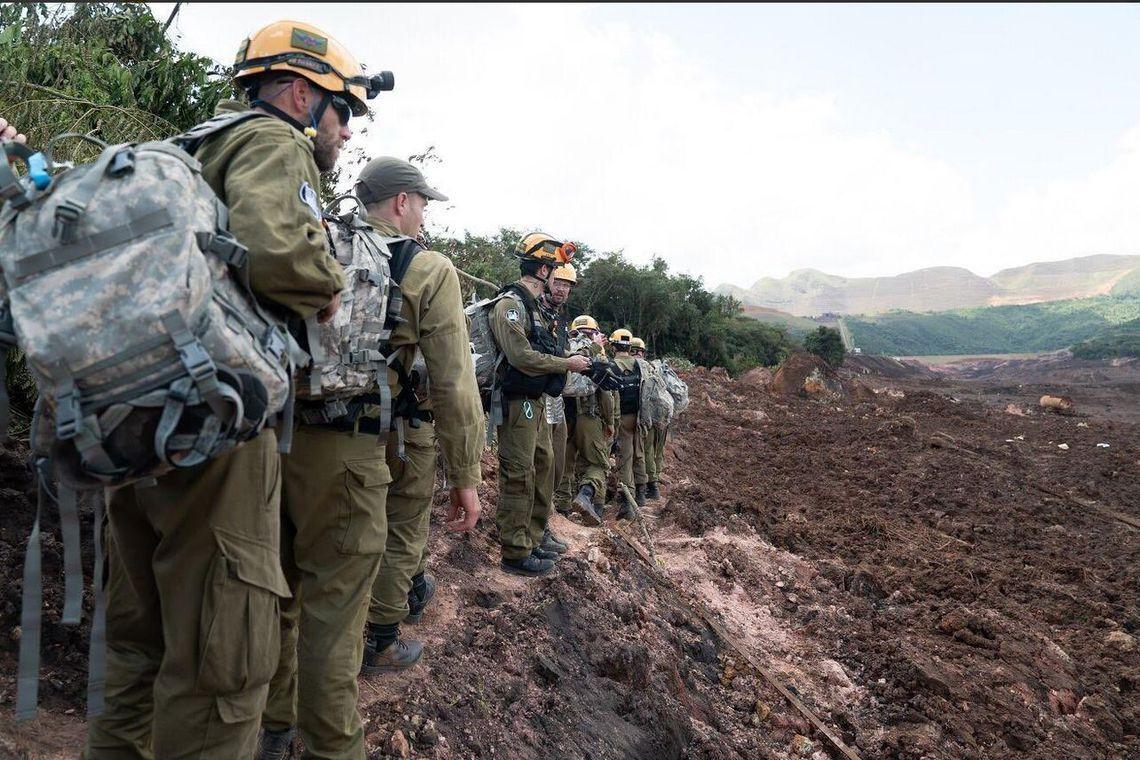 Militares israelenses auxiliam no resgate de vítimas em Brumadinho