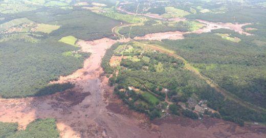 Bombeiros confirmam cerca de 200 desaparecidos em Brumadinho (MG)