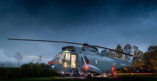 Helicóptero é transformado em 'quarto' de luxo na Escócia