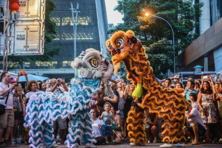 desfile do dragão e do leão do ano novo chinês