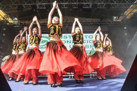grupo de dança folclórica chinesa