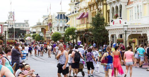 Disney vai proibir fumar em seus parques a partir de 1º de maio