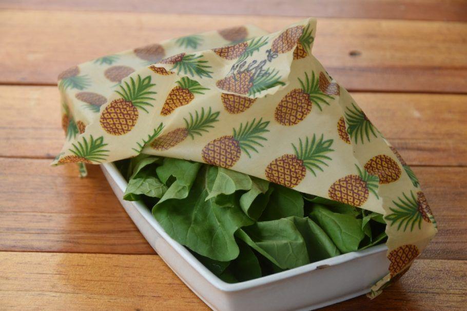 A embalagem de cera de abelha pode ser usada diversas vezes