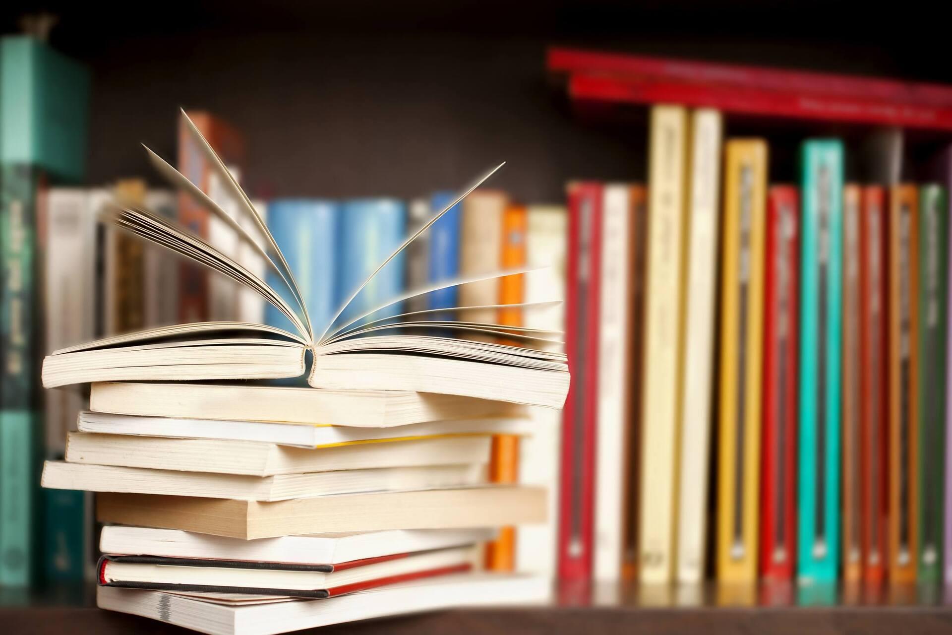 MEC vai investigar as mudanças no edital dos livros didáticos.