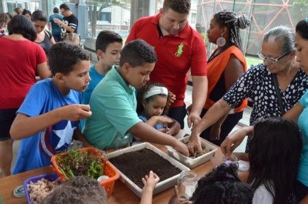 público interage em uma das áreas do Museu Catavento