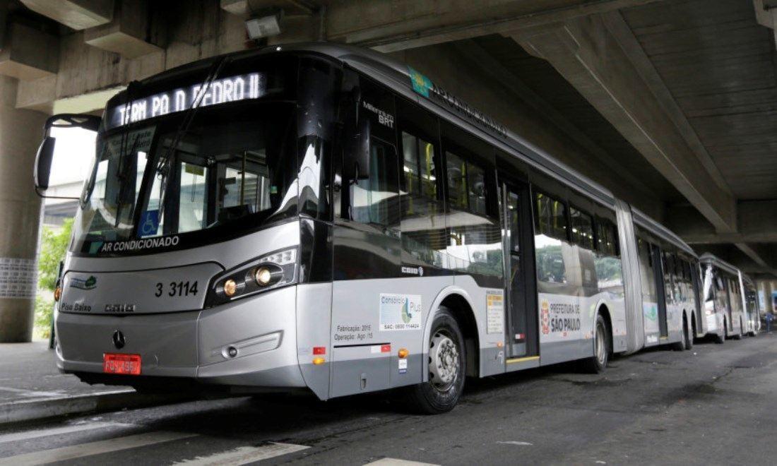 Andar de ônibus em São Paulo ficou mais caro a partir desta segunda-feira, passando de R$4 para R$4,30.