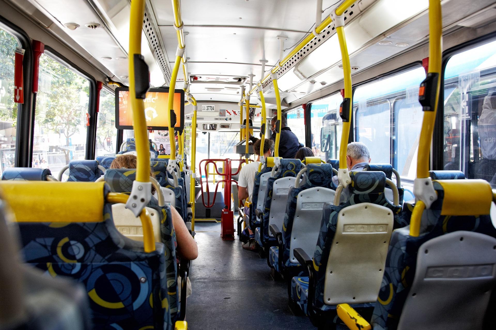 Medida promete combater os casos de assédio sexual no transporte público.