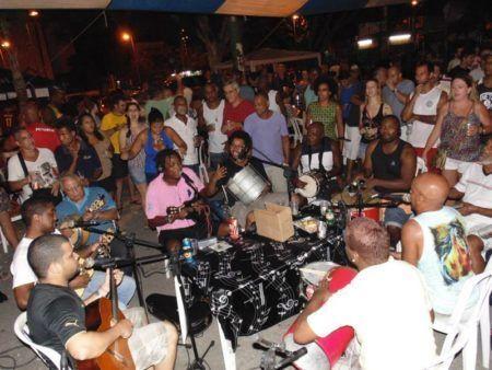 Tem também Roda de Samba do Barão aos domingos, em Vila Isabel