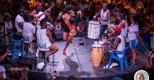 Roda de Samba do Cacique de Ramos acontece todo domingo e é 0800!