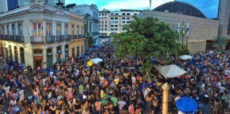 Samba da Ouvidor acontece na esquina da Rua da Ouvidor com a Rua do Mercado