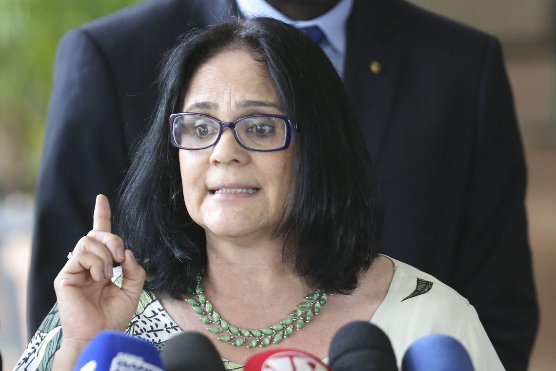 Em um de seus discursos, ministra diz ter títulos de mestrado