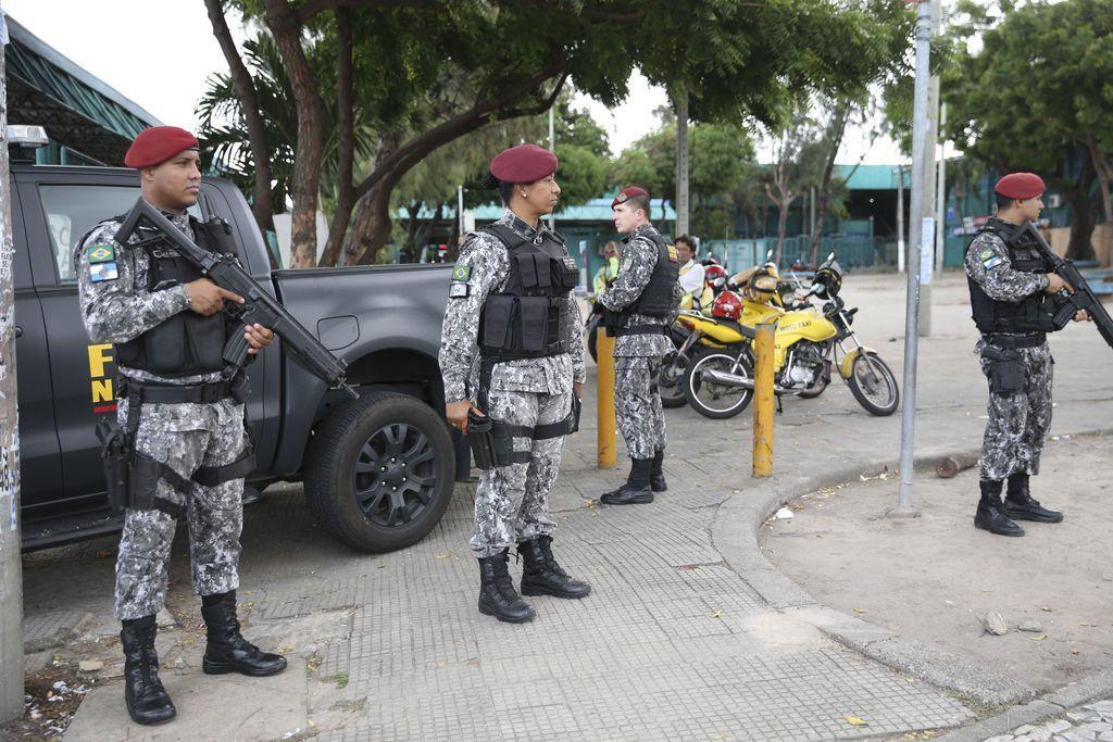 Homens da Força Nacional foram enviados para ajudar a conter onda de violência que atinge o Ceará.