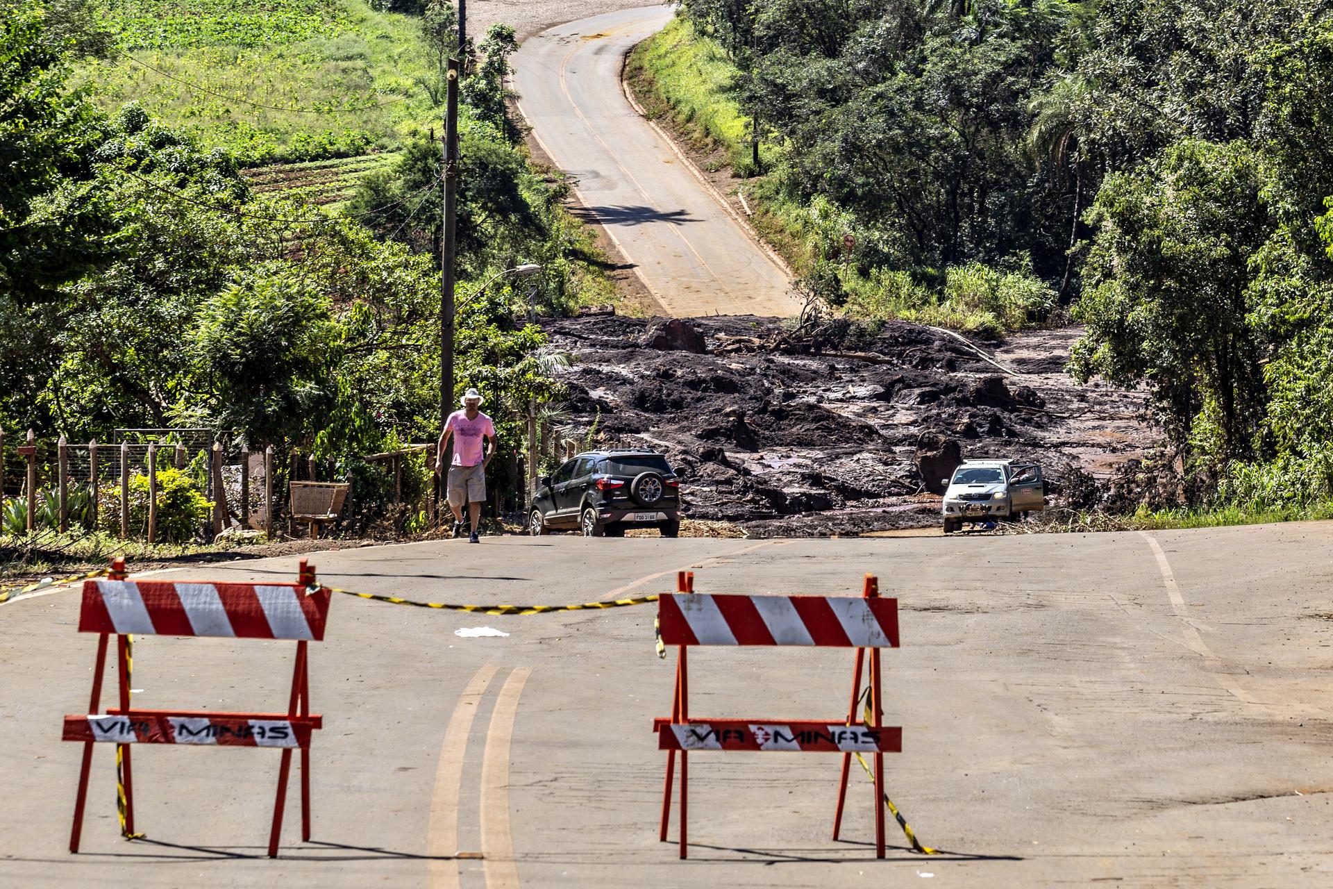Rastro da onda de rejeitos da mina do Córrego do Feijão em Brumadinho, Minas Gerais