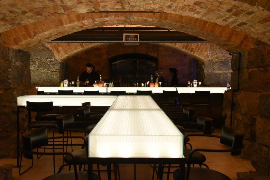 Balcões luminosos do Bar dos Arcos no subsolo do theatro municipal