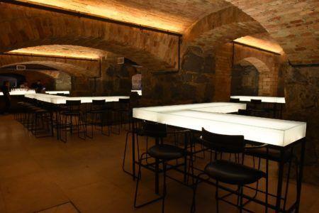 balcões luminosos do bar dos arcos bares no subsolo