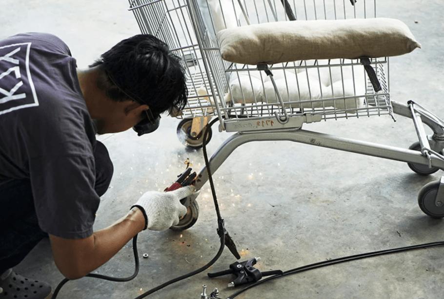 A cadeira de rodas feita de carrinho de supermercado pode ser confeccionada em uma oficina básica