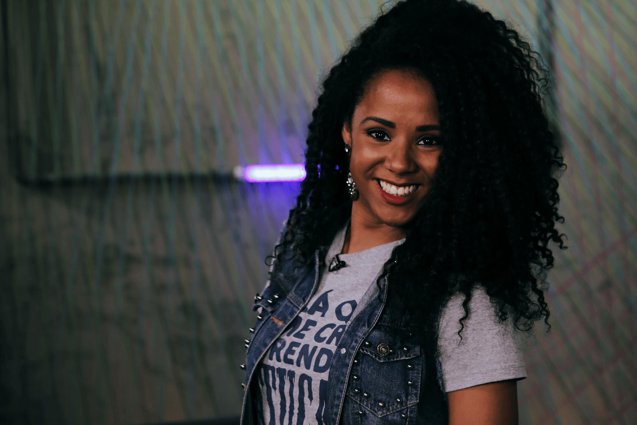 Carolina Ribeiro é musa da escola de samba Unidos de Vila Maria