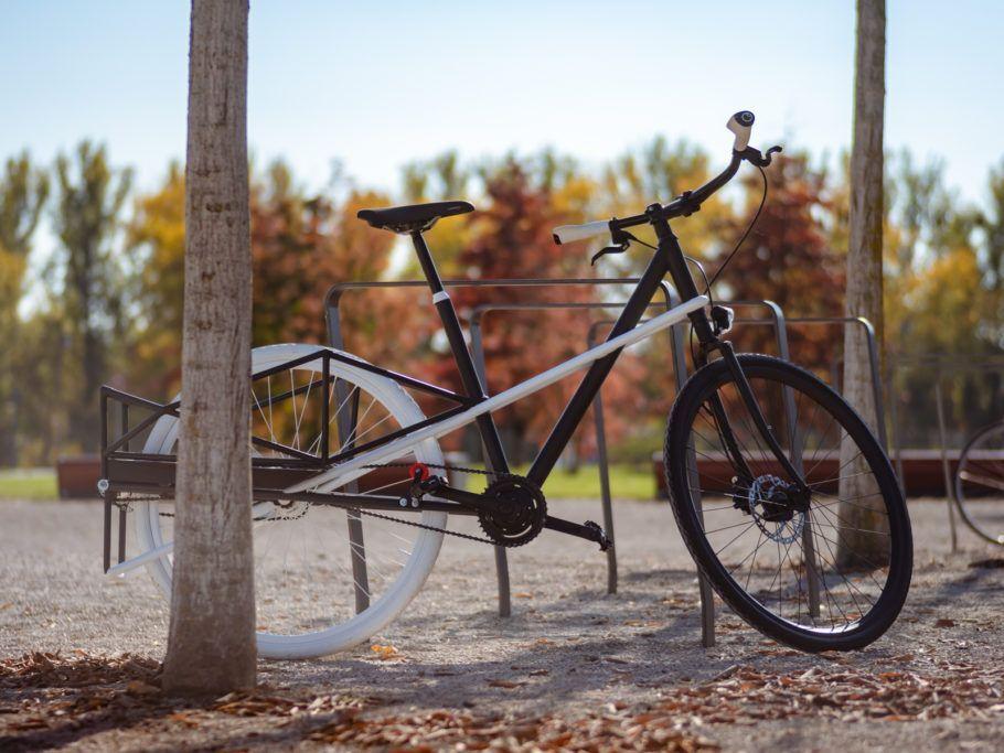 Do tamanho de uma bicicleta comum, a Convercycle Bike pode ser desdobrada para levar carga