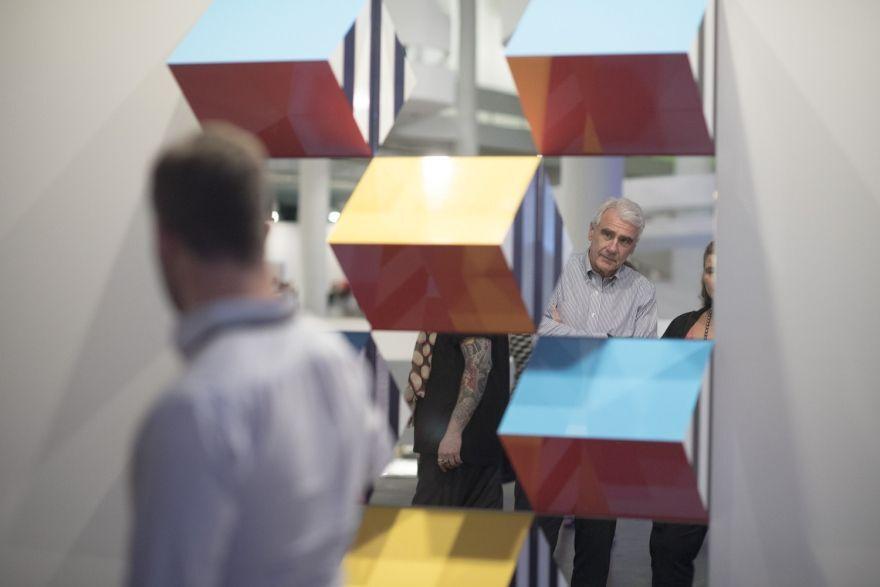 Daniel Buren no estande da Galeria Nara Roesler da SP-Arte 2018