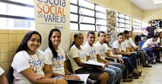 Walmart seleciona 300 jovens para Escola Social do Varejo