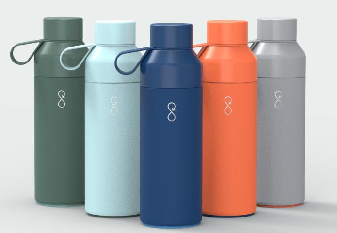 A garrafa de plástico reciclado ajuda também comunidades pobres no Brasil que promovem a coleta do lixo plástico