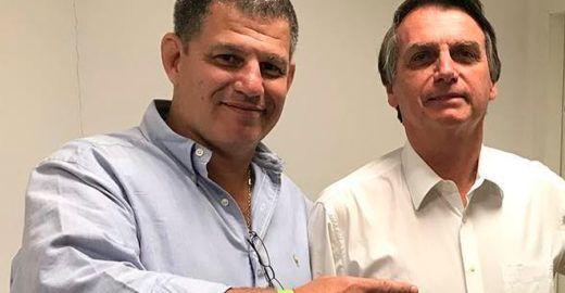 Ex-ministro faz mistério sobre vida íntima de Carlos Bolsonaro