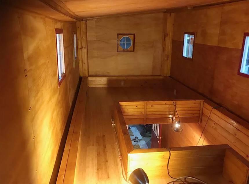 Com o segundo andar elevado, a altura da minicasa retrátl chega a 5,1 m