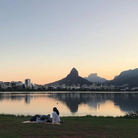 Ver o pôr do sol na Lagoa Rodrigo de Freitas é um rolé imperdível!