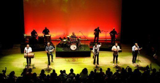 Fundo de Quintal e Originais fazem show baratinho na Audio