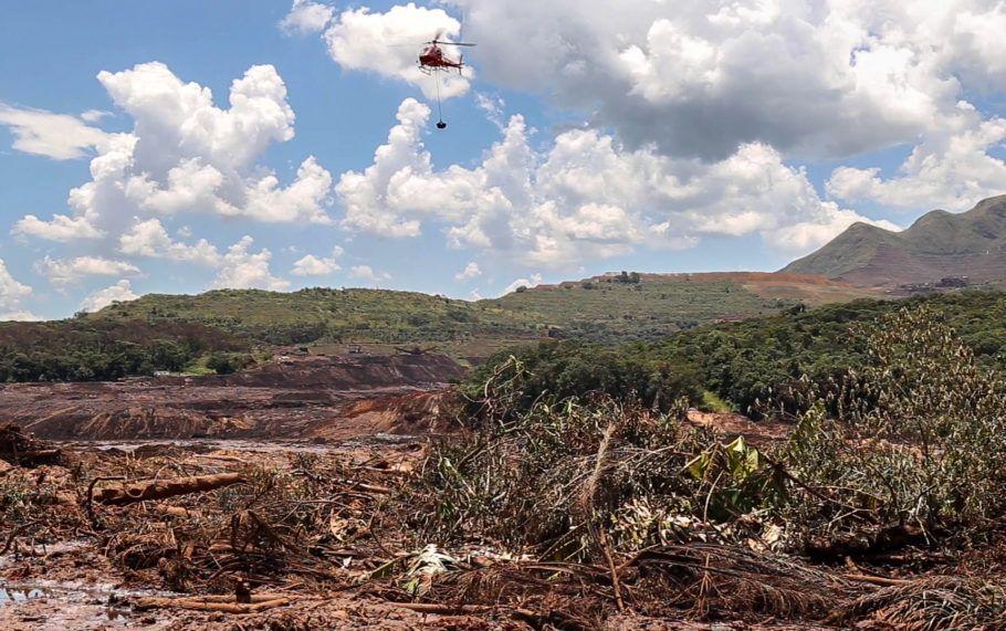 Helicópteros deram apoio as operações de resgate.