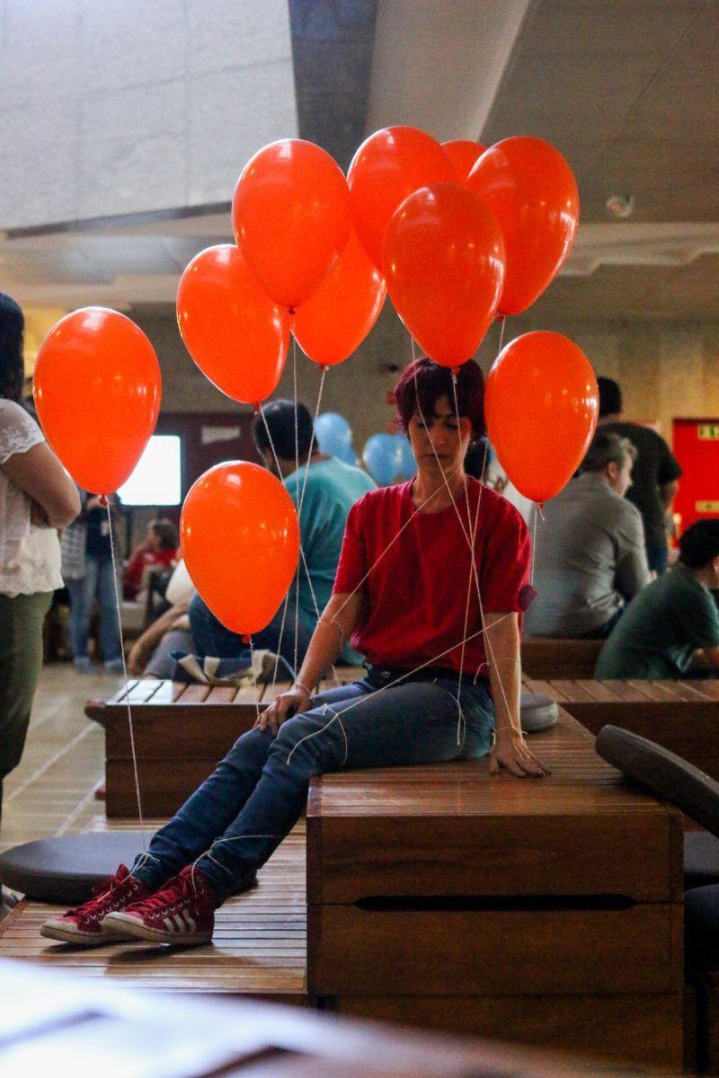cena da intervenção balões da companhia etra
