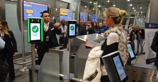 Aeroporto de Miami implementa embarque por reconhecimento facial