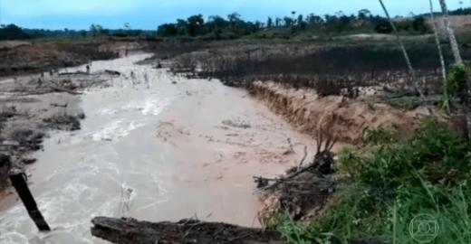 Barragens rompem e pessoas ficam isoladas em Rondônia