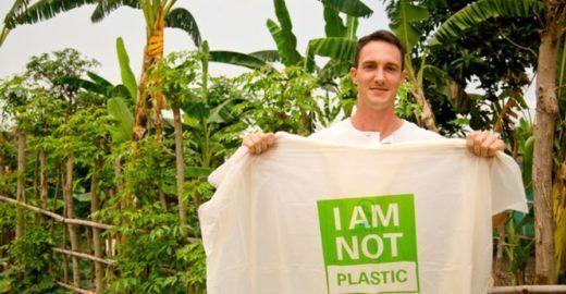 A incrível sacola que se dissolve na água. E não polui.