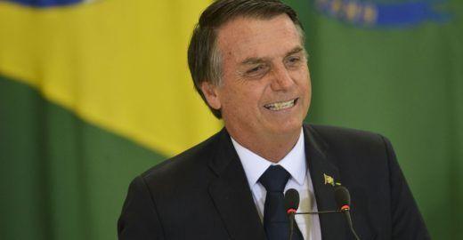 Bolsonaro vai ao cinema antes de começar trabalho no Planalto