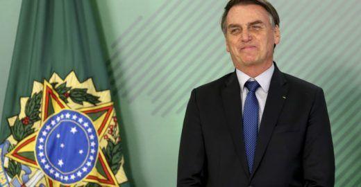 Bolsonaro usa sua conta no Twitter para defender golpe militar