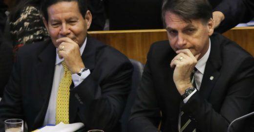 Folha revela sinais de que Mourão pode substituir Bolsonaro