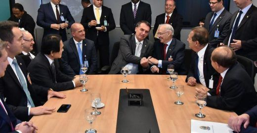 Globo: Evangélicos querem derrubar decreto de armas de Bolsonaro